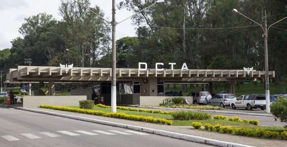 DCTA convoca servidores civis para trabalho presencial