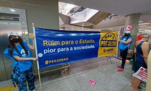 PEC-32: Ataque aos servidores públicos e à população mais pobre