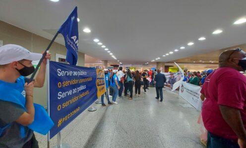 Servidores realizam manifestações contra a chamada Reforma Administrativa